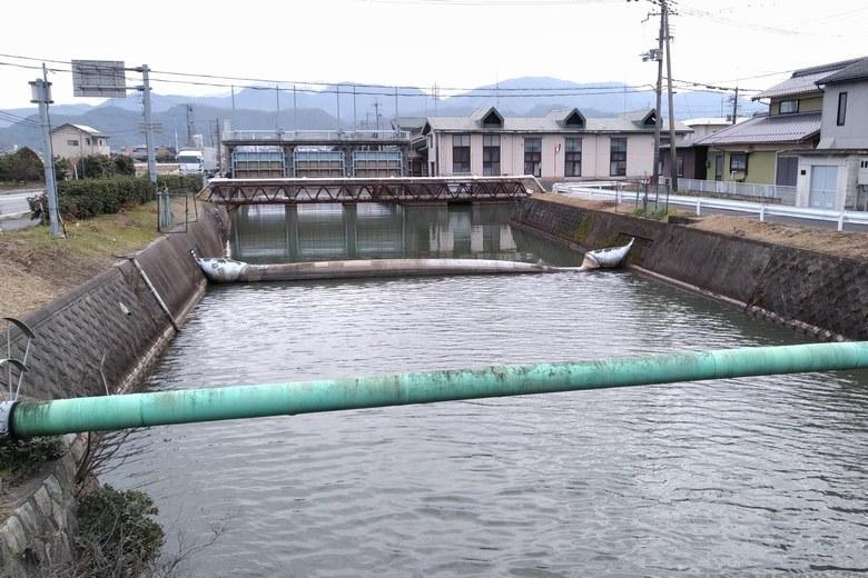水門と入江川の河口