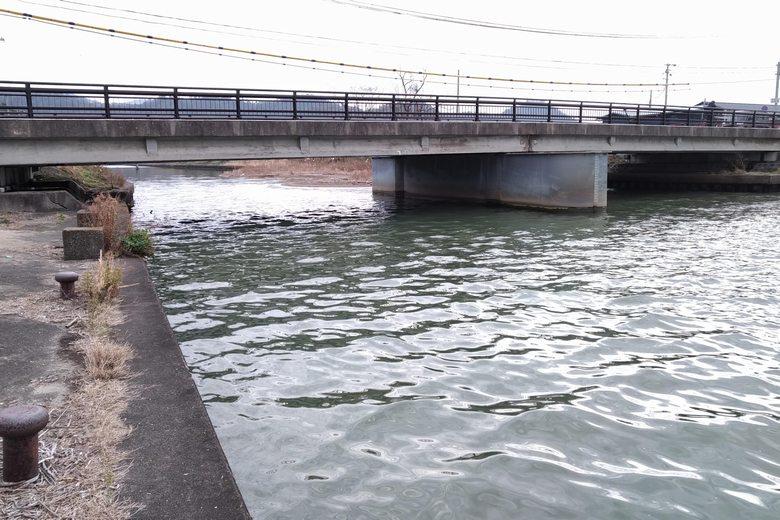 矢倉川河口と橋