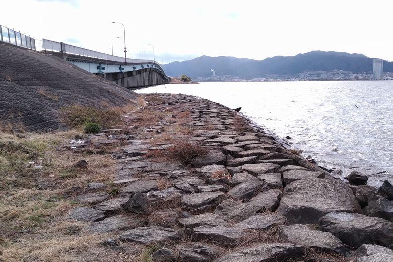 石積み護岸と帰帆北橋